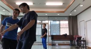 【9/23(日)システマ南埼玉の練習風景②】 クラス最後のフリーワーク。普段はスパー形式でやっていますが、今回は攻め手と受け手を分けて、つかまれたり、殴りかかられるなどの様々な状況設定での対処を練習してみました。