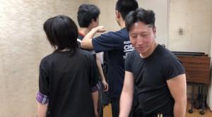 【11/10日(土)・システマ南埼玉の練習風景①】 4人が1人ずつ交代しながら、左右の拳で一振りで3人の顔面を打つ、というワーク。システマではおなじみのワークですが、打つ部位を顔面に限定しているのが面白かったです。