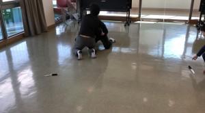 【12/8(土)システマ南埼玉の練習風景⑦】 クラス最後に、床にナイフを置いた環境でのレスリングのスパーを、行いました。