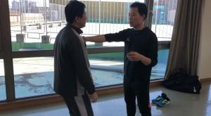 【1/19(土)システマ南埼玉の練習風景①】 拳によるマッサージから、柔らかいストライクに発展させました。拳に入れるテンションの匙加減が難しいです。入れすぎると固いストライクになってしまいます。