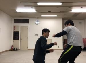 【3/16(土)システマ南埼玉の練習風景④】 クラスの最後は、練習した全ての内容を使って、スタンド~グラウンドを自由に動くストライク中心のスパーを行いました。なかなか楽しかったです。