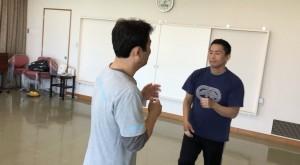 【4/13(土)システマ南埼玉の練習風景⑥】 続いて、システマ東埼玉のT師匠とYさんの対戦。
