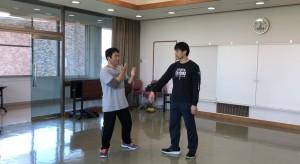 【4/13(土)システマ南埼玉の練習風景⑤】 クラス最後のフリーワーク。もちろん、コネクト感覚を生かして。まずは、自分とYさんの対戦。