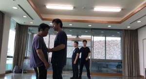 【5/18(土)システマ南埼玉の練習風景①】 普段からよく行なっているプッシュと受け流し。今回は、① なるべく筋肉を使わない、② 重心移動を使う、③ フォームを使う、の3つの方法でやってみました。