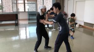【6/8(土)システマ南埼玉の練習風景⑥】 クラス最後のフリーワーク。レスリングを中心に、プッシュやストライクをアクセント的に打ってもよい、という形式で行いました。