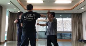 【7/20(土)システマ南埼玉の練習風景⑤】 クラスの最後は、完全に自由なマスアタックで締めました。マスといっても3人だったので、人数としては微妙でしたが。