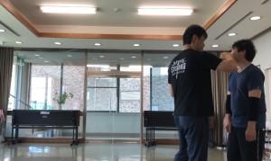 【8/31(土)システマ南埼玉の練習風景①】 打たれたことが相手に明確に分かり、影響は与えるが、ダメージは与えない・・という「練習用のストライク」を30連発、実演してみました。