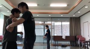【9/14(土)システマ南埼玉の練習風景①】 強引に押し込んできたり、掴みかかって圧力をかけてくる相手を、プッシュで崩したりテイクダウンする練習。