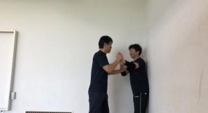 【10/5(土)システマ南埼玉の練習風景③】 クラスの最後に、壁際の攻防をフリーワークでやってみました。攻守を次々にスイッチしながら。