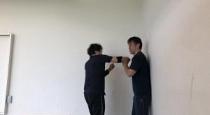 システマの原理を生かして、リラックスして動けば、壁際に追い詰められた時の対処はいくらでも出てくると思います。