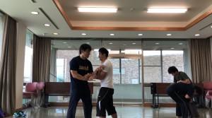 レスリング&プッシュで、今回のクラスで練習した動きの仕上がり具合を自由攻防で検証する意識で行いました。