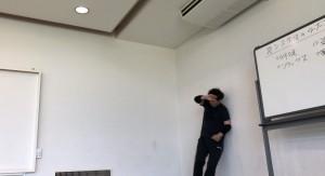 壁際でもリラックスして、自由に、クリエイティブな発想で動くといいと思います、
