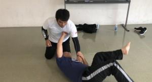 スタンド~中腰~膝立ち~グラウンドと身体の位置を下げていきながら、どの位置でも変わらない感覚でカウンターが打てるように練習しました。