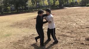 【11/2(土)システマ南埼玉の練習風景⑥】 続いて、学生のY君と、またまたヘビー級のSさんの対戦。