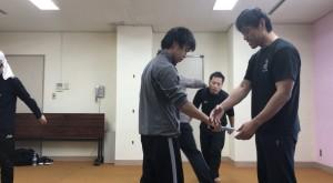 【12/14(土)システマ南埼玉の練習風景①】 ナイフ攻撃を捌く動きをいろいろと復習してみました。システマ4大原則をはじめとした基本がやはり大事です。