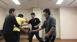 【12/14(土)システマ南埼玉の練習風景⑥】 ラストは、マスアタックで締めました。プッシュ→ストライク→ナイフ攻撃と展開しました。