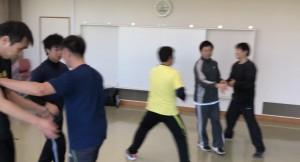 【2/1(土)システマ南埼玉の練習風景①】 1人をターゲットに、次々に攻め手が襲ってきますが、それを次々にストライクするというワーク。